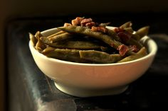 Long Cooked Romano Beans with Pancetta - can also use regular green beans & cook for 20 minutes - nice recipe Bean Recipes, Healthy Recipes, Italian Beans, Sliced Potatoes, Food 52, Serving Dishes, Green Beans, Green Onions, Vegetable Recipes