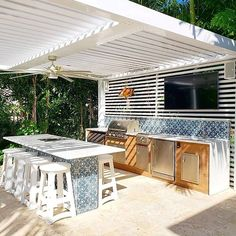 37 Ideas for Creating the Ultimate Outdoor Kitchen Modern Outdoor Kitchen, Build Outdoor Kitchen, Backyard Kitchen, Outdoor Rooms, Outdoor Living, Small Outdoor Kitchens, Small Outdoor Spaces, Backyard Bar, Outdoor Patios