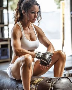 Bodybuilding, Physique Athletes, and Fit Models Chico Fitness, Love Fitness, Fitness Women, Female Fitness, Female Muscle, Health Fitness, Physique, Fitness Models, Sporty Girls
