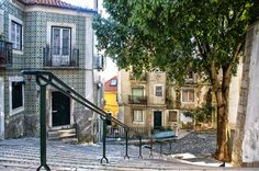 Lisboa, Alfama #Portugal - Photo: Mis Lutier