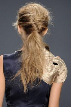 Pinspiration: 6x paardenstaarten met een twist - Beauty - Haar - Style Today
