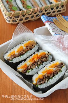 牛肉と卵のおにぎらず Bento, Cute Food, Yummy Food, Asian Cookbooks, Sushi, Asian Recipes, Healthy Recipes, Korean Street Food, Everyday Dishes