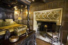 the tudor bedroom detail by Sic Itur Ad Astra, via Flickr