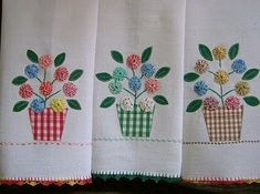 yo-yo flowers in gingham pots Sewing Appliques, Applique Patterns, Applique Designs, Quilt Patterns, Patch Quilt, Quilt Blocks, Fabric Crafts, Sewing Crafts, Sewing Projects