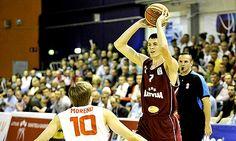 Fue una de las sensaciones en el pasado Europeo sub-16 en el que consiguió la medalla de plata con Letonia, juega de alero, tiene 16 años, mide 2.05 metros y podría seguir los pasos de sus compatriotas Kristaps Porzingis (Baloncesto Sevilla) o Rinalds Mal