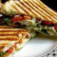 Recipe Panini with Chicken Pesto and Mozzarella - Sandwich Recipes Easy Cooking, Cooking Recipes, Healthy Recipes, Chicken Pesto Panini, Pesto Panini Recipe, Breakfast Sandwich Recipes, High Tea, No Cook Meals, Food Inspiration