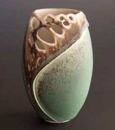 Ceramics by Clare Wakefield at Studiopottery.co.uk - 2011. New Porcelain 8.5cm x 13cm