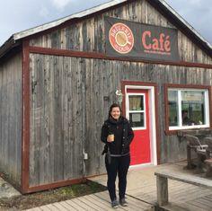 En mars 2015, alors que les vagues de la baie des Chaleurs étaient encore cristallisées par l'hiver rigoureux, Christine Pelletier est arrivée à Bonaventure. Avec un baccalauréat en kinésiologie et une maîtrise en ergothérapie en poche, elle s'est installée en Gaspésie afin d'être près à la fois de la forêt et de la mer.