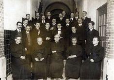 Jezuïeten: groep geestelijken in de Katholieke Kerk die strijden voor een zuivere leer en de verspreiding van het geloof.