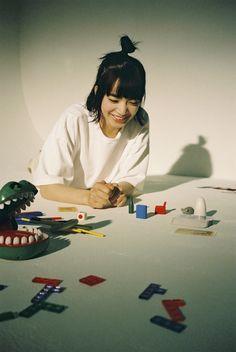Komatsu Nana, Japanese Lifestyle, Bestest Friend, Portrait Photo, Playing Cards, Poses, Entertaining, Retro, Film