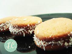 Μπισκότα ΑlfajoresBy Ευα Μονοχαρη Published: Οκτωβρίου 25, 2013Απόδοση: 20 μπισκόταΠροετοιμασία: 20 λεπτάΜαγείρεμα: 12-14 λεπτάΈτοιμο σε: 2 ώρες 32 λεπτάΤα αγαπημένα μπισκότα της