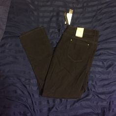 Black jeggings Black jeggings and sits below the waist. The have never been worn tags are still on them. Jeans Skinny