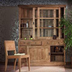 Популярный массивный посудный шкаф, богатая фактура натурального тика, стильные раздвижные двери с латунной фурнитурой, функциональные ящики делают его незаменимым в любой столовой или на кухне. Материал: Дерево. Бренд: Teak House. Стили: Прованс и кантри. Цвета: Коричневый.