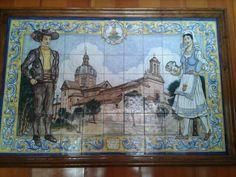 Cerámica de Talavera de la Reina, en la que se representan la Basílica de Ntra. Sra. del Prado, y los vestidos típicos