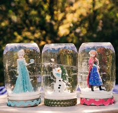 Do you want to build a FROZEN snow…globe? Let it snow all year long with Frozen-inspired snow globes, featuring Elsa, Anna, and Olaf. Frozen Snow Globe, Frozen Christmas, Diy Snow Globe, Disney Christmas, Snow Globes, Christmas Games, Christmas Christmas, Christmas Crafts, Frozen Themed Birthday Party