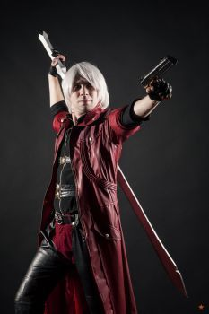 Dante cosplay by Jeike