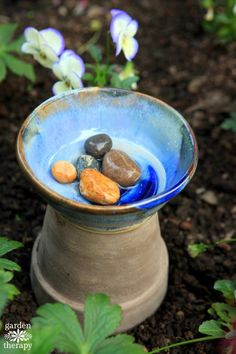 A bee bath is easy to make and care for in your home garden and its a nice touch to set out for your pollinating guests. After all without those busy workers in the garden you wouldnt have as many beautiful blooms or fresh vegetables and fruit to harvest. Garden Crafts, Diy Garden Decor, Garden Projects, Permaculture, Water For Bees, Organic Gardening, Gardening Tips, Gardening Supplies, Diy Bird Bath