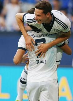 Julian Draxler  Raúl Football Is Life, Football Soccer, Julian Draxler, Top League, Young Guns, Football Players, Real Madrid, Cuddling, Hot Guys