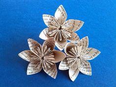DIY recyklace - květiny z papíru old paper flowers Origami, Brooch, Floral, Flowers, Diy, Jewelry, Jewlery, Bricolage, Jewerly
