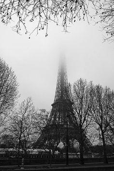paris_24: tour eiffel dans le brouillard by sarasuflickr, via Flickr