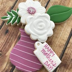 50 Novel Mother's Day Cookie Decoration Ideas to Surprise Her Mother's Day Cookies, Fancy Cookies, Cut Out Cookies, Royal Icing Cookies, Holiday Cookies, Frosted Cookies, Cookie Icing, Custom Cookies, Decorated Cookies