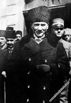 1925.03.27-Atatürk Ankara İstasyonu'na gelirken
