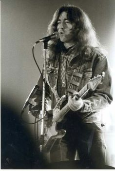 singing ♫ into this day ♫♥ taking you wherever I go ♫♥ Rory Gallagher Rory Gallagher, Drunk Woman, Odd Fellows, Partition, That One Person, Him Band, To Loose, Rock N, Concert
