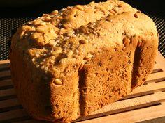 Recept voor een heerlijk brood met een Provençaalse karakter met knoflook, olijven voor in de broodbakmachine. Pastry Recipes, Bread Recipes, Bread And Pastries, Fresh Bread, Perfect Food, Bread Baking, Tasty Dishes, Pain, No Bake Cake