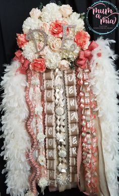 Check out our Find-A-Mum Homecoming Mum Directory for local designers in your area. Our designers are skilled and available to design your Homecoming Mum dreams Unique Homecoming Mums, Homecoming Mums Senior, Homecoming Garter, Homecoming Spirit, Homecoming Dresses, Senior Year, Prom, Big Mum, How To Make Braids