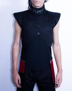 Distopia Collection - Colete com ombreiras, gola alta e comprimento vermelho destacável - Moda masculina e sustentável, para homens com estilo alternativo