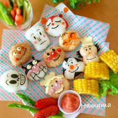 I remember when my friends' Moms would make me bento boxes filled with onigiri like this all cute & what not. I need to practice more ! Bento Recipes, Baby Food Recipes, Bento Kids, Cute Food Art, Cute Bento Boxes, Kawaii Cooking, Japanese Food Art, Kawaii Bento, Sushi Art