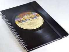 Notizbuch Schallplatte KISS von VinylKunst Aurum - Schallplatten Upcycling der besonderen ART auf DaWanda.com