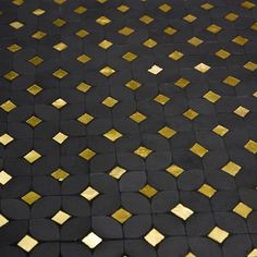 atelier lilikpo | Pétales Noir & Or Texture Sol, Tiles Texture, Paving Stone Patio, Paving Stones, Moroccon Tiles, Mosaic Design, Metal Engraving, Patchwork Designs, Floor Patterns