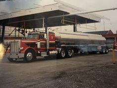 """1977 Peterbilt 359 127"""" kt450 13 speed Peterbilt 359, Peterbilt Trucks, Cool Trucks, Big Trucks, Truck Transport, Semi Trucks, Old School, Reyes, Trailers"""