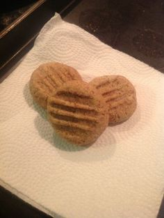 Low Carb Almond Cookies - Food and Drink Low Carb Deserts, Low Carb Sweets, Almond Recipes, Low Carb Recipes, Bar Recipes, Free Recipes, Almond Meal Cookies, Keto Cookies, Low Carb Diet