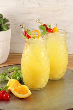 Pineapple Screwdriver cocktails are super simple to make! Easy to mix up by the glass or the pitcher with pineapple juice, orange juice and vodka. Great for get togethers with friends, game day gatherings or your next cocktail party. Frozen Mixed Drinks, Fruity Mixed Drinks, Fruity Alcohol Drinks, Easy Mixed Drinks, Fruity Cocktails, Frozen Cocktails, Alcohol Drink Recipes, Fireball Recipes, Easy Cocktails