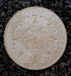 Calendario Azteca, piedra del Sol realizado en fibra de madera natural. De 350 mm de diamero.