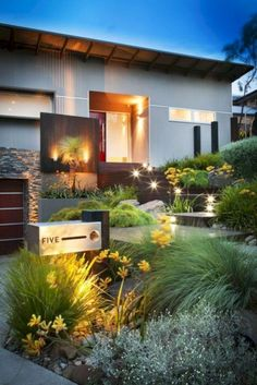 Cool 46 Beautiful Modern Front Yard Landscaping Ideas. More at https://trendecor.co/2018/06/18/46-beautiful-modern-front-yard-landscaping-ideas/