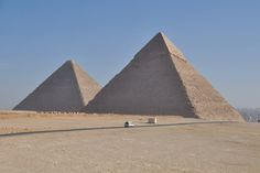 pyramids tour egypt- WWW.egypttravel.cc come with us to enjoy your time visiting pyramids .