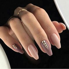 False nails have the advantage of offering a manicure worthy of the most advanced backstage and to hold longer than a simple nail polish. The problem is how to remove them without damaging your nails. Cute Acrylic Nails, Acrylic Nail Designs, Fun Nails, Acrylic Nails Almond Classy, Acrylic Nails Autumn, Coffin Nail Designs, Diva Nails, Acrylic Gel, Classy Nails