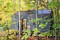 Tiny Cabin in the Woods by Cabane in Canada - Dream Big Live Tiny Co. Tyni House, Tiny House Living, Tiny House France, How To Build A Log Cabin, Tiny House Exterior, Tiny House Nation, Cabin In The Woods, Tiny Cabins, Outdoor Kitchen Design