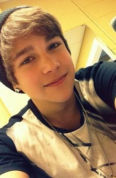 I cant take it his eyes look so gentle and I love his hair austin is the best