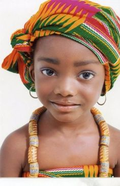 Menina - África. What a beautiful little girl. What a beautiful little smile.