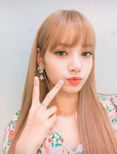 Shared by BLACKPINK PICS. Find images and videos about kpop, rose and blackpink on We Heart It - the app to get lost in what you love. Jennie Lisa, Blackpink Lisa, V Instagram, Instagram Story, Lisa Blackpink Wallpaper, Wattpad, Kim Jisoo, Blackpink And Bts, Blackpink Fashion