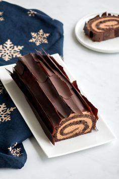 Xmas Food, Christmas Sweets, Holiday Baking, Christmas Baking, Swiss Roll Cakes, Nutella Cake, Chocolate Roll, Log Cake, Sweet Recipes