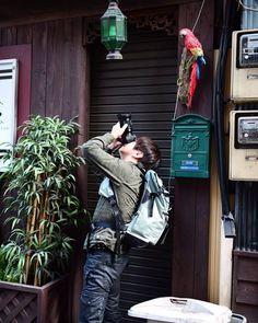 Repost a new photo taken by t.tetuji! さっきの写真 神社かと思いきや #撮る人を撮るんだよシリーズ @naritayuji バージョンw オレスキだらけωω ジャンクフォトとは 誰も気にも止めない特に意味もない物を わざわざカメラに収めた写真 それはジャンクフォト 敢えて存在感を吹き込む この一瞬の時だけ主役になれる そんな作品 #α7#sonyalpha #SonyImages #Zeiss#SONY#ソニー #写真好きな人と繋がりたい #写真撮ってる人と繋がりたい #ファインダー越しの私の世界#東京#Tokyo#ジャンク#ジャンクフォト#junk#お写んぽ#日暮里#上野#谷中#ジャンク会#東京#TOKYO#junkphotowalk02#instagramsearch #searchinstagram http://ift.tt/1LswElh More post like this http://goo.gl/kZKBdC - http://ift.tt/1Myc4xw #hash4tag