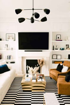 A Comfy Chic Family Room Reveal Sharing our NEW cozy chic family room reveal on. A Comfy Chic Fami White Family Rooms, Modern Family Rooms, Cozy Family Rooms, Black And White Living Room, Family Room Decorating, Family Room Design, Modern Room, Decorating Ideas, Chic Living Room