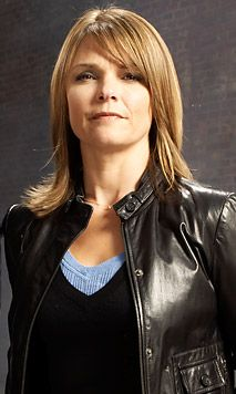 law and order criminal intent Detective Alex Eames the best friend of Bobby Goren Kathryn Erbe, Famous Detectives, Female Cop, American Series, Female Stars, Law And Order, Hollywood Actor, Celebs, Celebrities