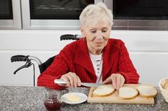 Elder Care in Helena MT: Use these tips to help your parent maintain greater independence in eating while progressing through Alzheimer's disease.