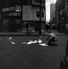 Vivian Maier, Chicago (Man with Papers) 1961-1965, Gelatin silver, printed 2012, edition 1/15